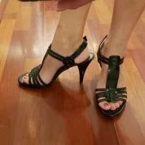 BANDOLINO Strappy T-Strap  Heels Black 8m NWOT